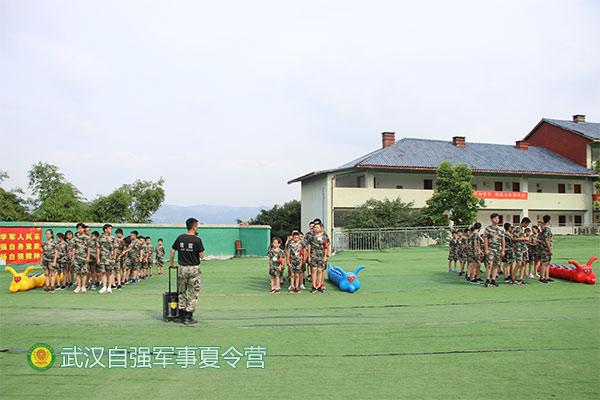 襄阳夏令营-励志夏令营-自强军事训练