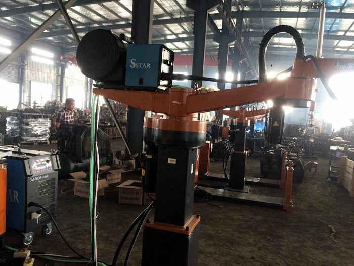 焊接管板機器人_機器人_武漢三虹重工科技有限公司