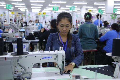 af服装加工厂、广州草根服装、服装加工