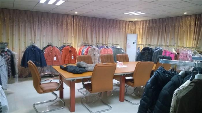 襄城羽绒服,纤裳服饰,羽绒服生产厂家