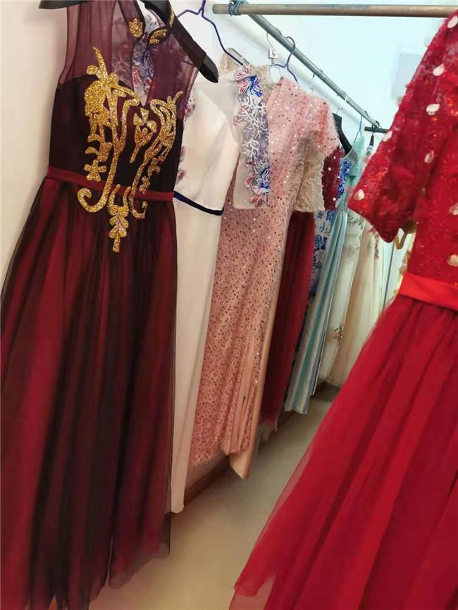 定做礼服婚纱、本嚓服饰【价格低廉】、礼服