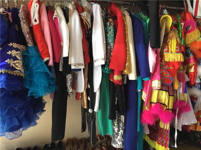 本嚓服饰【款式多样】(图),租婚纱礼服价格,礼服