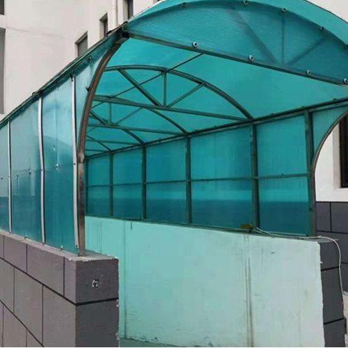 辽宁采光板批发商 通盛彩钢 青岛采光板加工厂 楼顶采光板批发商