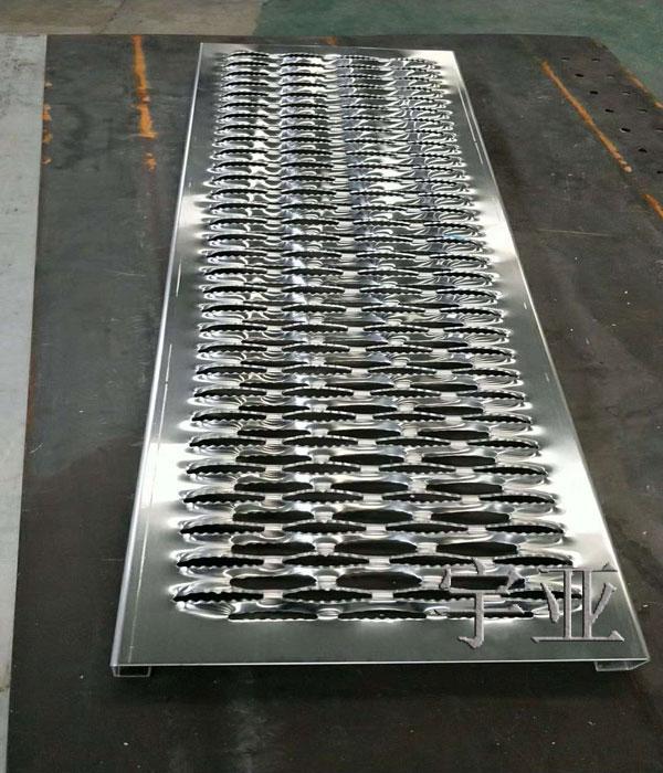 东营鳄鱼嘴防滑板-宇亚铝业行业领跑-鳄鱼嘴防滑板标准