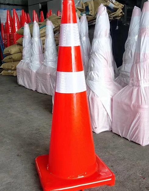 路锥用品生产厂家-云路安防撞桶生产厂家-云南路锥用品