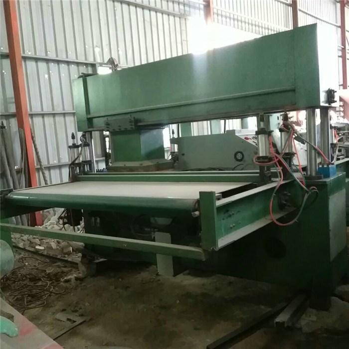 优质橡胶裁断机厂家-康铭机械(在线咨询)-淮安橡胶裁断机厂家