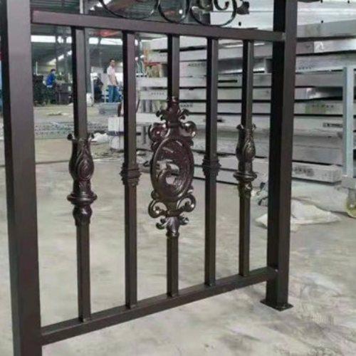 平轩金属 销售铝合金院墙护栏批发 专业定制铝合金院墙护栏供应商