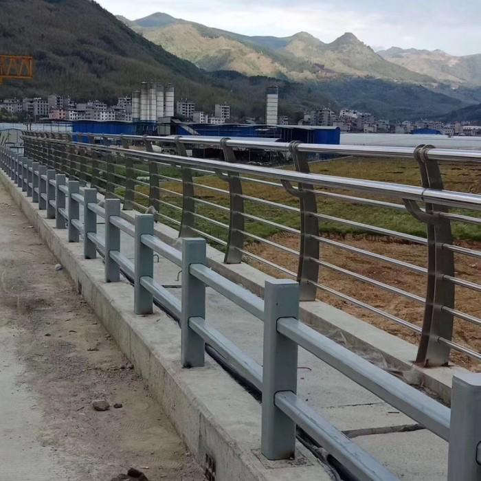 不锈钢复合管桥梁栏杆厂家图片