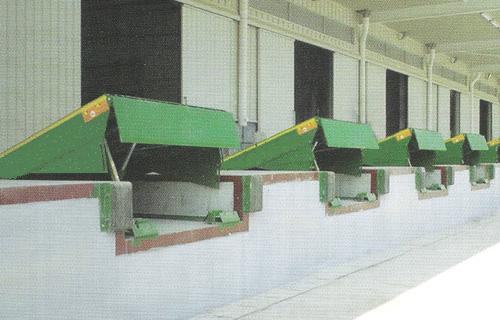 手动升降两轮可移动式登车桥报价