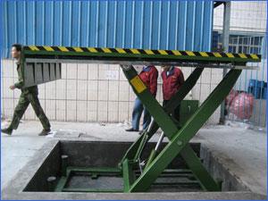 卸貨裝卸平台、雲南裝卸平台、濟南天龍液壓(查看)