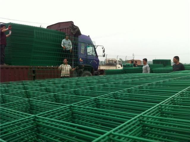 成都高速公路护栏网铁质材料_高速公路护栏网_公路护栏网